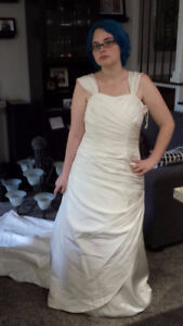 Beautiful Wedding Dress size 14 For Sale $70.00 or B/O