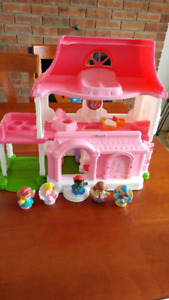 Maison Rose Little People et 5 figurines