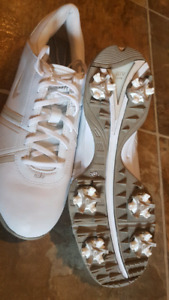 New Nike woman's golf shoes size 7.
