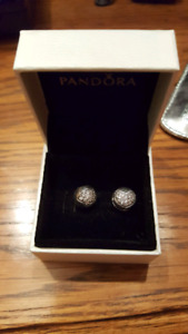 Authentic Pandora clips Like New great gift!!!