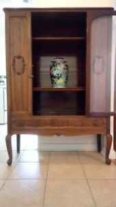 ANTIQUE KNECHTEL WALNUT CHINA CABINET - FOR SALE
