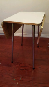 Drop-leaf table - Vintage 50s style Formica top