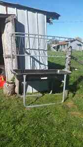 BUNK FEEDER WITH HAY RACK