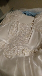 Vintage White Valeciene Gown Organza, Beading & Beaded Headpiece London Ontario image 2