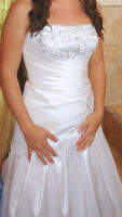 Size 6 White strapless wedding dress, worn only once, clean