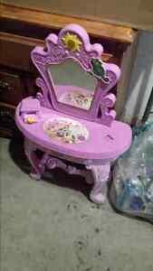 Kids toy princesses  desk