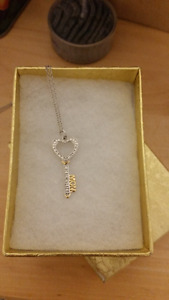 Silver Mom pendant and chain 18""