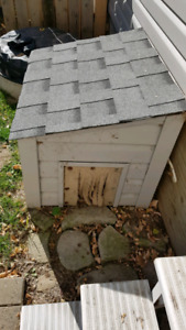 Outdoor cat shelter **SOLD**