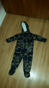 Snowsuit 18-24 months + toddler bombers toque