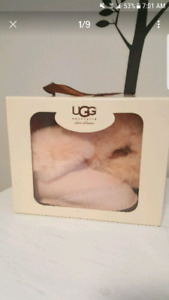 Infant girls size small UGG Australia authentic booties.