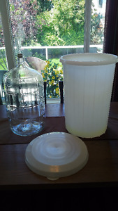 23 LITRE GLASS WINE CARBOY WITH AIRLOCK AND PRIMARY
