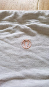 Lululemon light weight sweater size 6-8