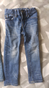 Barely worn GAP jeans for toddler boys 2T/3T