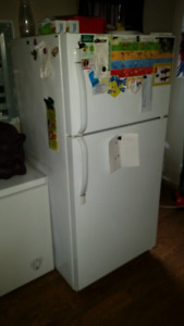 Kitchenware/House'hold appliances in excellent running condition