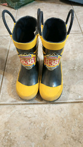 Boys size 6 rubber boots