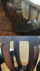 Glass top dining room table. 9/10 condition.