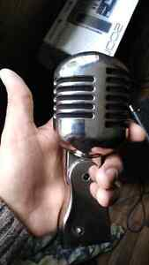 Selling a 50s style mic... Works great !