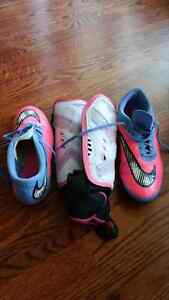 Outdoor ladies soccer shoes