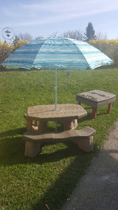 LITTLE TIKES PICNIC TABLE WITH NEW UMBRELLA
