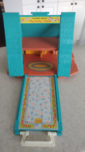 Chalet suisse turquoise Fisher Price (maison/jouet)