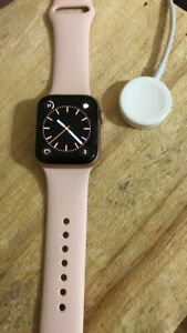 Apple Watch série 4 ( GPS LTE) rose gold 40 mm