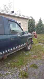 Chevy tahoe 97 parts truck body and interior