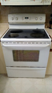 Frigidaire Gallery Glass Top Stove (White)