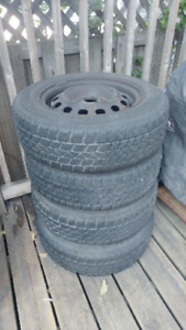185/70R14 ARCTIC CLAW WINTER TIRES