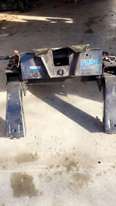 Pro Series Fifth Wheel Hitch Cambridge Kitchener Area image 1