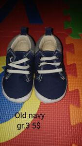 Plusieurs souliers bébé grandeur 2 à 4
