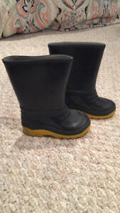 Size 6 toddler rain boots