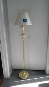 Floor lamp with shade (5ft/pi) lampe sur pied