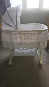 Baby bassinet (rocking+rolling)