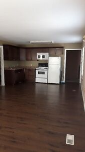 Available May 1, Spacious 2 Bedroom Apt