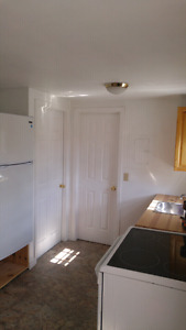 Cozy 1 Bedroom Apt $825 all inclusive ** Available May 1st