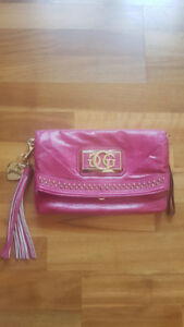 GUESS - brand new pink clutch