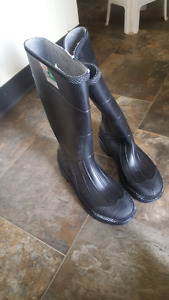 Size 7 steel toed work boots