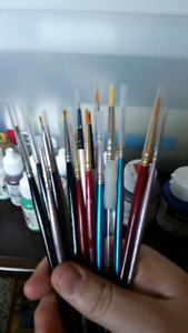 Fine tipped paint brushes
