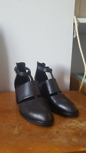 Brand new never worn Jeffrey Campbell shoes size 5/6