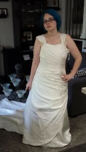 Beautiful Wedding Dress size 14 For Sale $80.00 or B/O