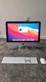 iMac 2015. 21.5 inches. QuadCore i5. 8GB RAM. 500GB SSD.