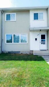 3 bedroom 2 bath townhouse in Glengary Area