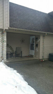 Well maintained 2 bedroom Condo with 1 BEDROOM APARTMENT INCOME