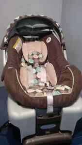 Graco Infant Carseat and Base Kitchener / Waterloo Kitchener Area image 1