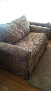 Victorian Style Pull Out Couch