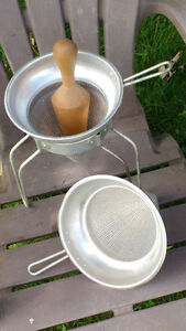 Antique vintage presseur jus ( chinois ) colanders