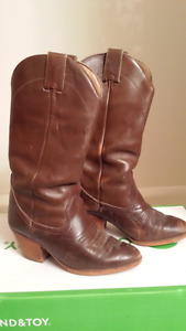 Canadian made Cowboy Boots - Ladies size 7 M
