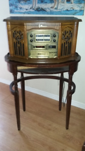 Antique art Radio am/fm, cd, phono player with antique table.