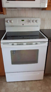 STOVE WHITE WHIRLPOOL WITH SELF-CLEANING OVEN