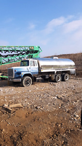 1986 Ford 9000 stainless water tanker truck